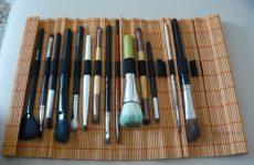Как сделать чехол для кистей из бамбукового коврика?